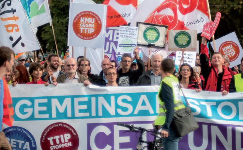BürgerInnen mit einer klaren Botschaft: Nein zu CETA und TTIP.
